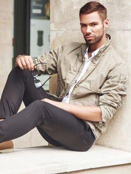 Stylizacja nr 193 kurtka skórzana, elagancka koszula męska, buty sneakersy