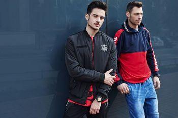 Stylizacja nr 435- Stylizacja 1- Bluza z kapturem, spodnie jeansowe joggery Stylizacja 2- Kurtka bomberka, T-shirt,  spodnie joggery, zegarek
