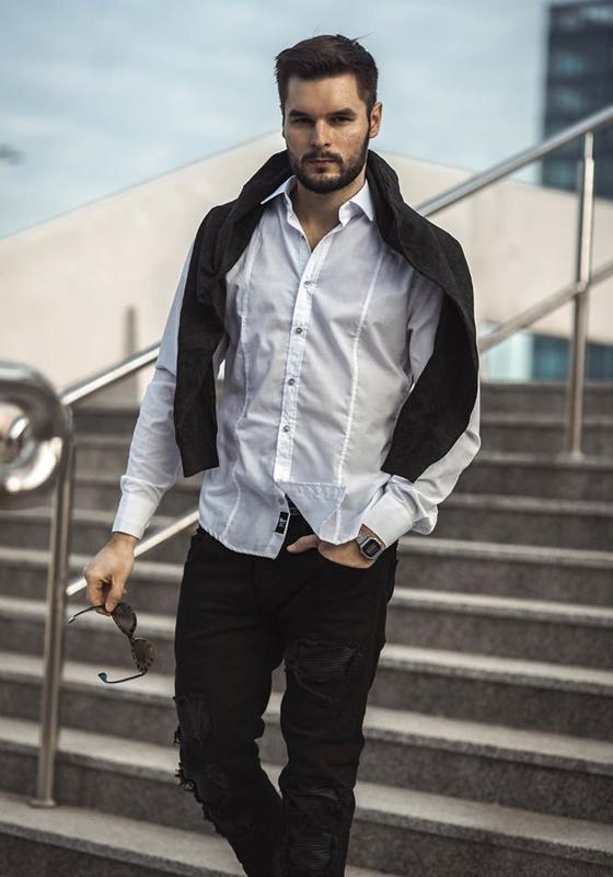 Stylizacja nr 190 - sweter w serek, elegancka koszula męska, spodnie joggery