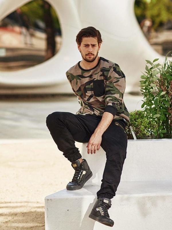 Stylizacja nr 272 - bluza bez kaptura, spodnie joggery, buty sneakersy