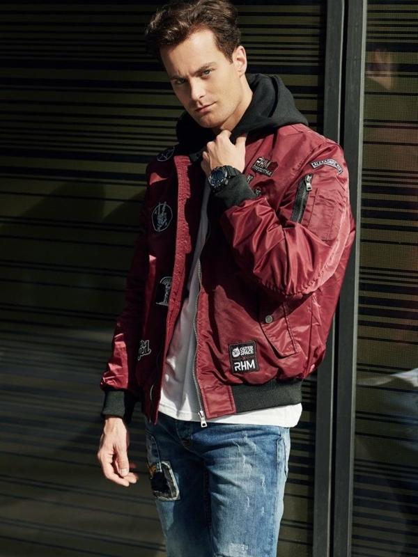 Stylizacja nr 326 - zegarek, kurtka bomberka, longsleeve, spodnie jeansowe