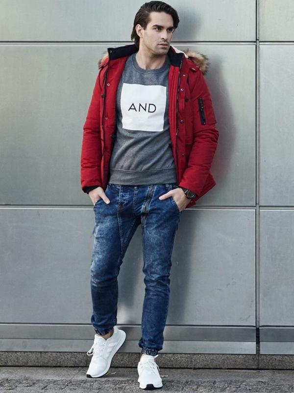 Stylizacja nr 332 - zegarek, kurtka parka, bluza z nadrukiem, jeansowe joggery