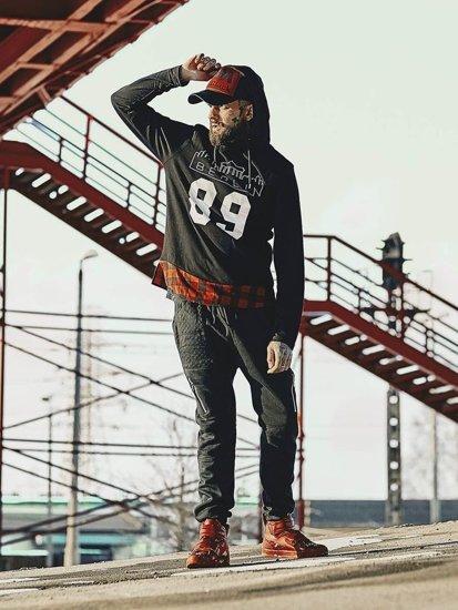 Stylizacja nr 139 - bluza z kapturem, spodnie baggy, buty sneakersy