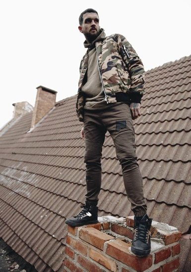 Stylizacja nr 185 - kurtka przejściowa, bluza z kapturem, spodnie joggery, buty sneakersy